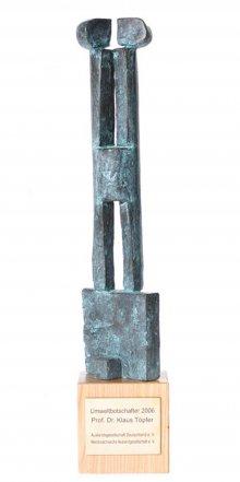 Eine Skulptur für den Umweltbotschafter: Im Rahmen der ...