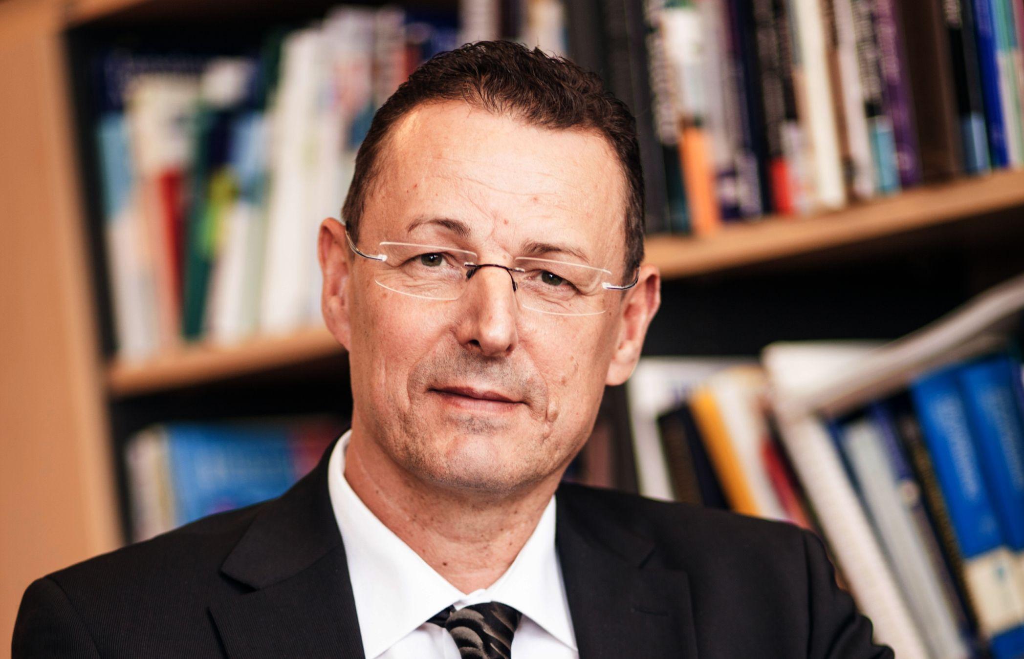 Prof. Michael Bauer, Direktor der Klinik für Psychiatrie und Psychotherapie ... - Prof-Michael-Bauer-Direktor-der-Klinik-fuer-Psychiatrie-und-Psychotherapie-am-Universitaetsklinikum-Carl-Gustav-Carus